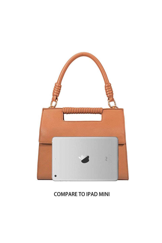 meliebiancoのBlair(Camel)ワンハンドル・ハンドバッグ/海外ファッション好きにオススメのインポートバッグとかばん、MelieBianco(メリービアンコ)のバッグやハンドバッグ。スクエアなシルエットがシャープな印象のハンドバッグ。普段使いはもちろん、仕事でもつかえるシンプルデザインです。/main-16