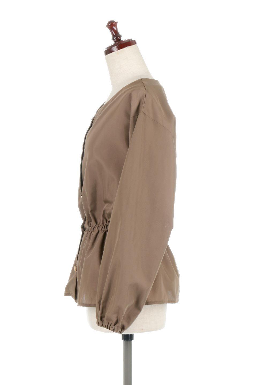 WaistGatheredBlouseウエストギャザー・ブラウス大人カジュアルに最適な海外ファッションのothers(その他インポートアイテム)のトップスやシャツ・ブラウス。スッキリとした首周りで人気の長袖ブラウス。数種類のボタンをアクセントして使用して可愛らしさもアピール。/main-12