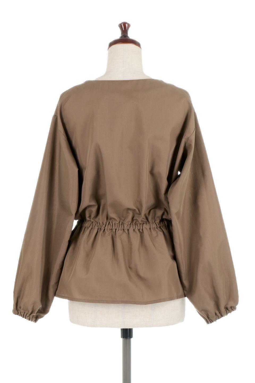 WaistGatheredBlouseウエストギャザー・ブラウス大人カジュアルに最適な海外ファッションのothers(その他インポートアイテム)のトップスやシャツ・ブラウス。スッキリとした首周りで人気の長袖ブラウス。数種類のボタンをアクセントして使用して可愛らしさもアピール。/main-14