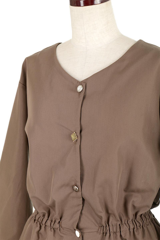 WaistGatheredBlouseウエストギャザー・ブラウス大人カジュアルに最適な海外ファッションのothers(その他インポートアイテム)のトップスやシャツ・ブラウス。スッキリとした首周りで人気の長袖ブラウス。数種類のボタンをアクセントして使用して可愛らしさもアピール。/main-21