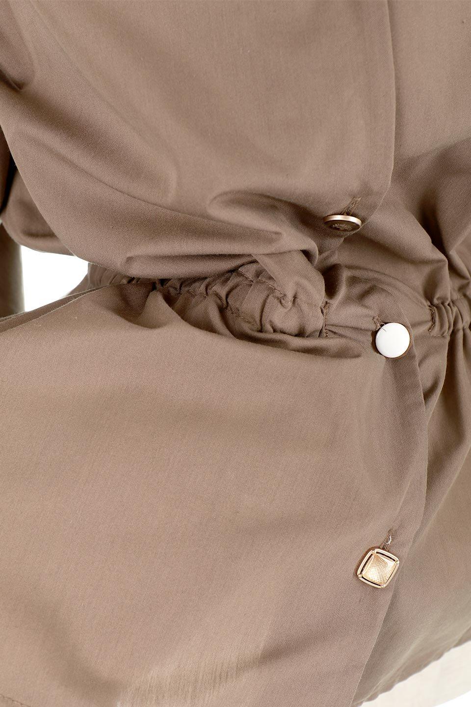 WaistGatheredBlouseウエストギャザー・ブラウス大人カジュアルに最適な海外ファッションのothers(その他インポートアイテム)のトップスやシャツ・ブラウス。スッキリとした首周りで人気の長袖ブラウス。数種類のボタンをアクセントして使用して可愛らしさもアピール。/main-27