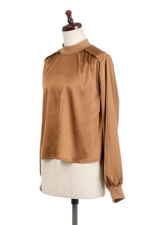 GatheredSatinBlouseサテン・ギャザーブラウス大人カジュアルに最適な海外ファッションのothers(その他インポートアイテム)のトップスやシャツ・ブラウス。サテン地で女性らしく華奢な印象にのブラウス。肩タックからのギャザーの流れが美しいブラウスです。/main-1