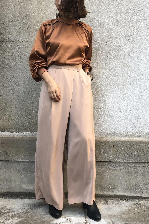 GatheredSatinBlouseサテン・ギャザーブラウス大人カジュアルに最適な海外ファッションのothers(その他インポートアイテム)のトップスやシャツ・ブラウス。サテン地で女性らしく華奢な印象にのブラウス。肩タックからのギャザーの流れが美しいブラウスです。/main-17