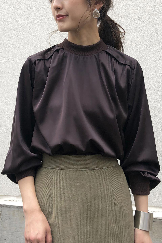 GatheredSatinBlouseサテン・ギャザーブラウス大人カジュアルに最適な海外ファッションのothers(その他インポートアイテム)のトップスやシャツ・ブラウス。サテン地で女性らしく華奢な印象にのブラウス。肩タックからのギャザーの流れが美しいブラウスです。/main-18