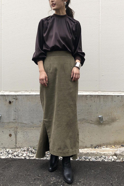 GatheredSatinBlouseサテン・ギャザーブラウス大人カジュアルに最適な海外ファッションのothers(その他インポートアイテム)のトップスやシャツ・ブラウス。サテン地で女性らしく華奢な印象にのブラウス。肩タックからのギャザーの流れが美しいブラウスです。/main-19