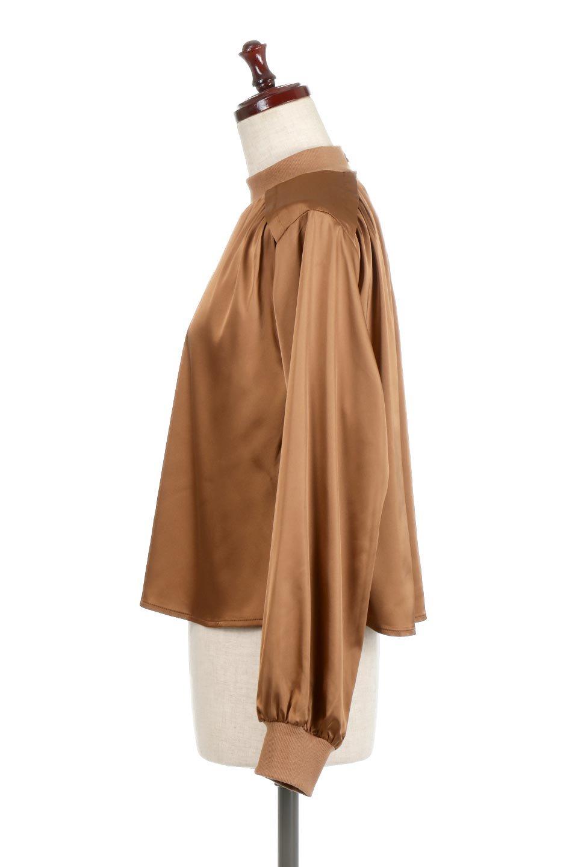 GatheredSatinBlouseサテン・ギャザーブラウス大人カジュアルに最適な海外ファッションのothers(その他インポートアイテム)のトップスやシャツ・ブラウス。サテン地で女性らしく華奢な印象にのブラウス。肩タックからのギャザーの流れが美しいブラウスです。/main-2