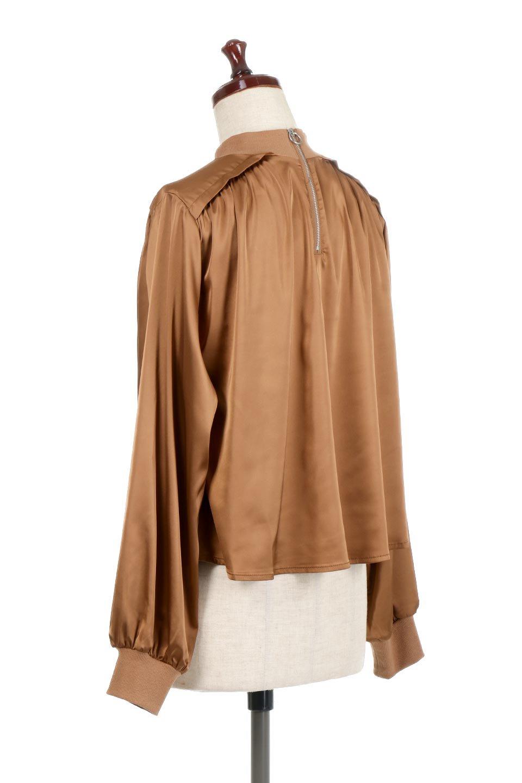 GatheredSatinBlouseサテン・ギャザーブラウス大人カジュアルに最適な海外ファッションのothers(その他インポートアイテム)のトップスやシャツ・ブラウス。サテン地で女性らしく華奢な印象にのブラウス。肩タックからのギャザーの流れが美しいブラウスです。/main-3