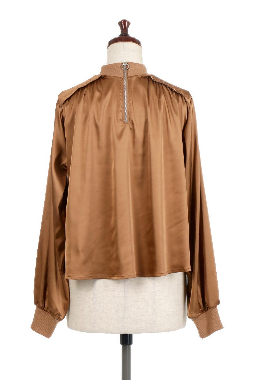 GatheredSatinBlouseサテン・ギャザーブラウス大人カジュアルに最適な海外ファッションのothers(その他インポートアイテム)のトップスやシャツ・ブラウス。サテン地で女性らしく華奢な印象にのブラウス。肩タックからのギャザーの流れが美しいブラウスです。/main-4