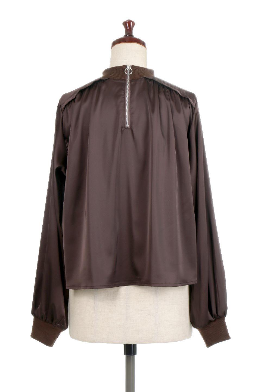 GatheredSatinBlouseサテン・ギャザーブラウス大人カジュアルに最適な海外ファッションのothers(その他インポートアイテム)のトップスやシャツ・ブラウス。サテン地で女性らしく華奢な印象にのブラウス。肩タックからのギャザーの流れが美しいブラウスです。/main-9