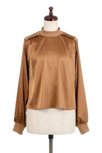 海外ファッションや大人カジュアルに最適なインポートセレクトアイテムのGathered Satin Blouse サテン・ギャザーブラウス