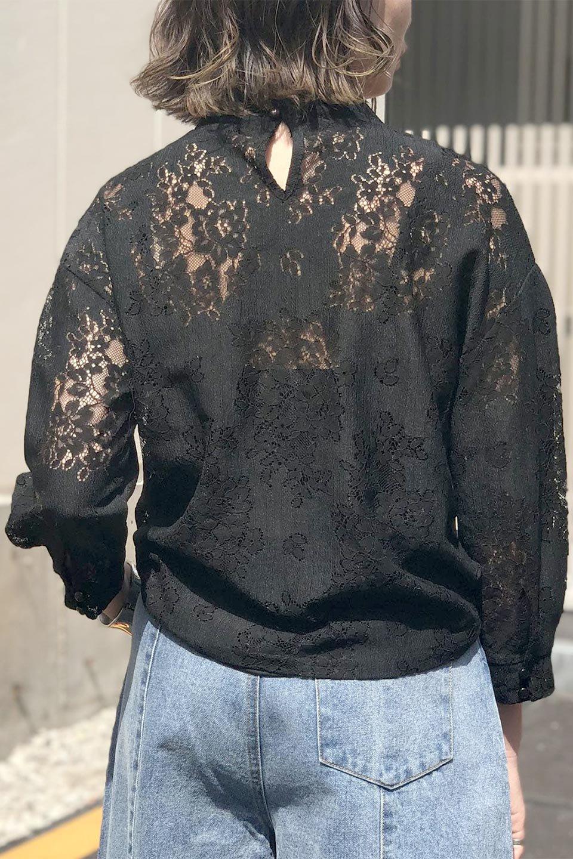 TuckSleevelaceblouseタックスリーブ・総レースブラウス大人カジュアルに最適な海外ファッションのothers(その他インポートアイテム)のトップスやシャツ・ブラウス。繊細なデザインで上品さたっぷりのレースブラウス。華奢な花柄レースのシースルーブラウスは360°どこから見ても美しい仕上がりです。/main-24