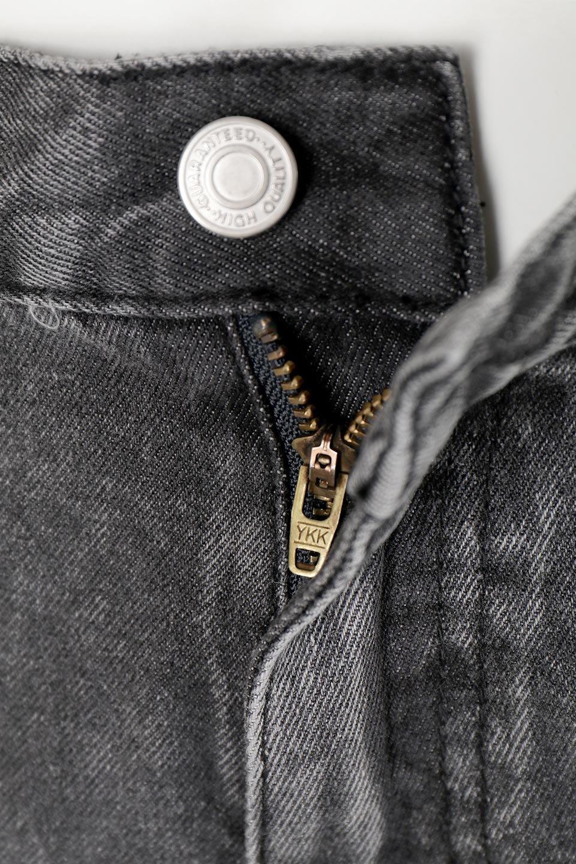 StraightWideLegDenimPantsストレートデニム・ワイドパンツ大人カジュアルに最適な海外ファッションのothers(その他インポートアイテム)のボトムやパンツ。きれいなラインが出る油デニム素材のワイドパンツ。カジュアルなデニムのワイドパンツですが、シックなブラック系で大人っぽいコーデを楽しめます。/main-13