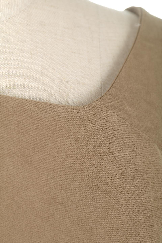 AsymmetricalV-NeckBlouseアシメントリー・Vネックブラウス大人カジュアルに最適な海外ファッションのothers(その他インポートアイテム)のアウターやジャケット。左右非対称のアシメントリーデザインが可愛い長袖ブラウス。温かみのある起毛されたヌバック風素材が季節感を演出。/main-23