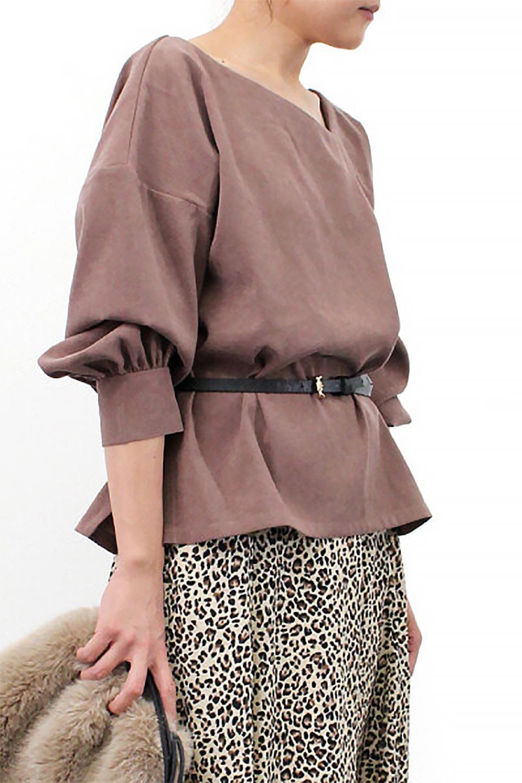 AsymmetricalV-NeckBlouseアシメントリー・Vネックブラウス大人カジュアルに最適な海外ファッションのothers(その他インポートアイテム)のアウターやジャケット。左右非対称のアシメントリーデザインが可愛い長袖ブラウス。温かみのある起毛されたヌバック風素材が季節感を演出。/main-28