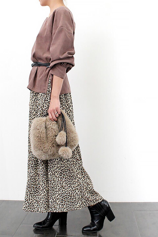 AsymmetricalV-NeckBlouseアシメントリー・Vネックブラウス大人カジュアルに最適な海外ファッションのothers(その他インポートアイテム)のアウターやジャケット。左右非対称のアシメントリーデザインが可愛い長袖ブラウス。温かみのある起毛されたヌバック風素材が季節感を演出。/main-29