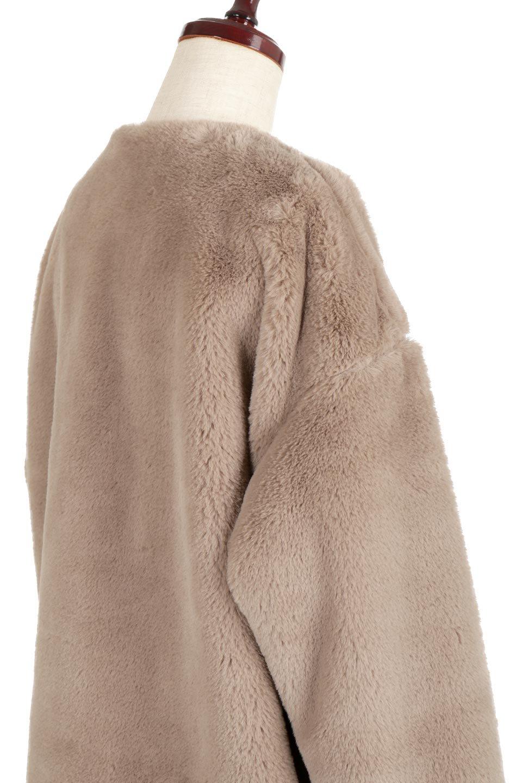 VelourEcoFurCollarlessLongCoatベロア風エコファー・ロングコート大人カジュアルに最適な海外ファッションのothers(その他インポートアイテム)のアウターやコート。ベロア風のエコファーを用いたノーカラーのロングコート。合わせるインナーを選ばないオールマイティーなアイテム。/main-12