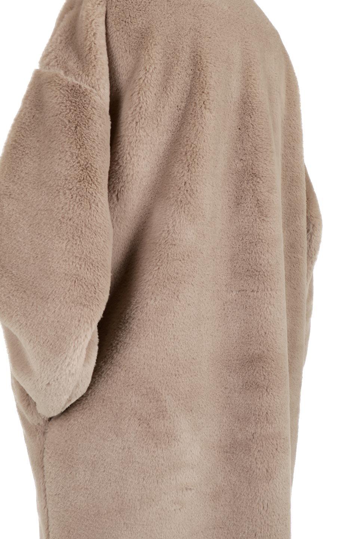 VelourEcoFurCollarlessLongCoatベロア風エコファー・ロングコート大人カジュアルに最適な海外ファッションのothers(その他インポートアイテム)のアウターやコート。ベロア風のエコファーを用いたノーカラーのロングコート。合わせるインナーを選ばないオールマイティーなアイテム。/main-13