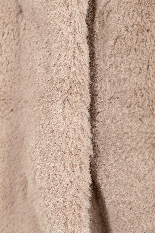 VelourEcoFurCollarlessLongCoatベロア風エコファー・ロングコート大人カジュアルに最適な海外ファッションのothers(その他インポートアイテム)のアウターやコート。ベロア風のエコファーを用いたノーカラーのロングコート。合わせるインナーを選ばないオールマイティーなアイテム。/main-18