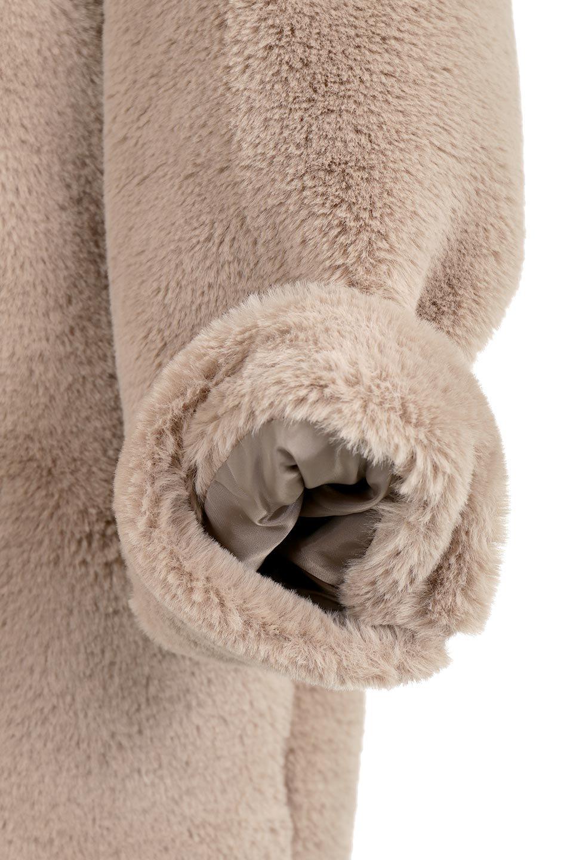 VelourEcoFurCollarlessLongCoatベロア風エコファー・ロングコート大人カジュアルに最適な海外ファッションのothers(その他インポートアイテム)のアウターやコート。ベロア風のエコファーを用いたノーカラーのロングコート。合わせるインナーを選ばないオールマイティーなアイテム。/main-20