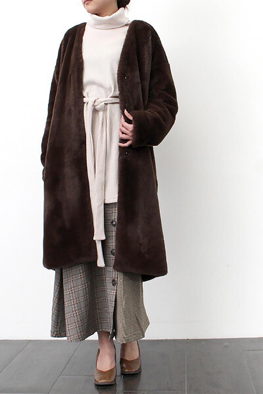 VelourEcoFurCollarlessLongCoatベロア風エコファー・ロングコート大人カジュアルに最適な海外ファッションのothers(その他インポートアイテム)のアウターやコート。ベロア風のエコファーを用いたノーカラーのロングコート。合わせるインナーを選ばないオールマイティーなアイテム。/main-21
