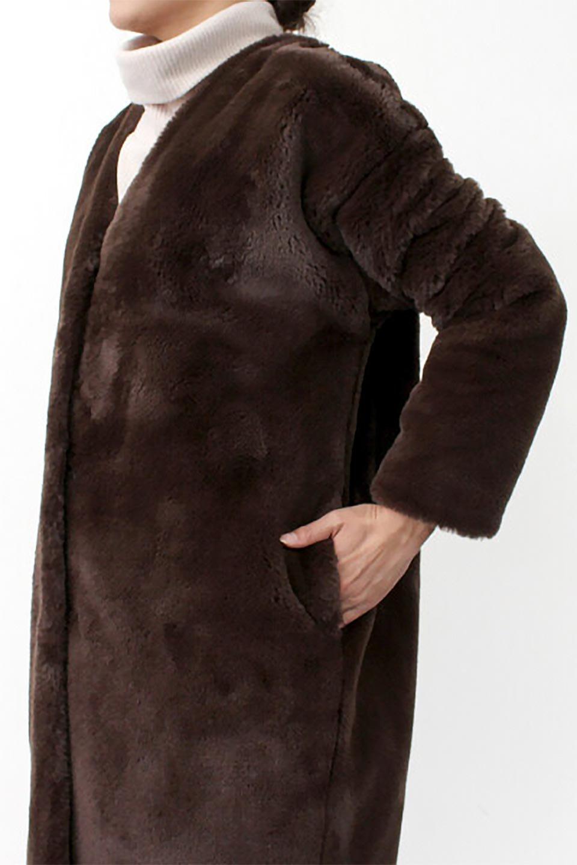 VelourEcoFurCollarlessLongCoatベロア風エコファー・ロングコート大人カジュアルに最適な海外ファッションのothers(その他インポートアイテム)のアウターやコート。ベロア風のエコファーを用いたノーカラーのロングコート。合わせるインナーを選ばないオールマイティーなアイテム。/main-22