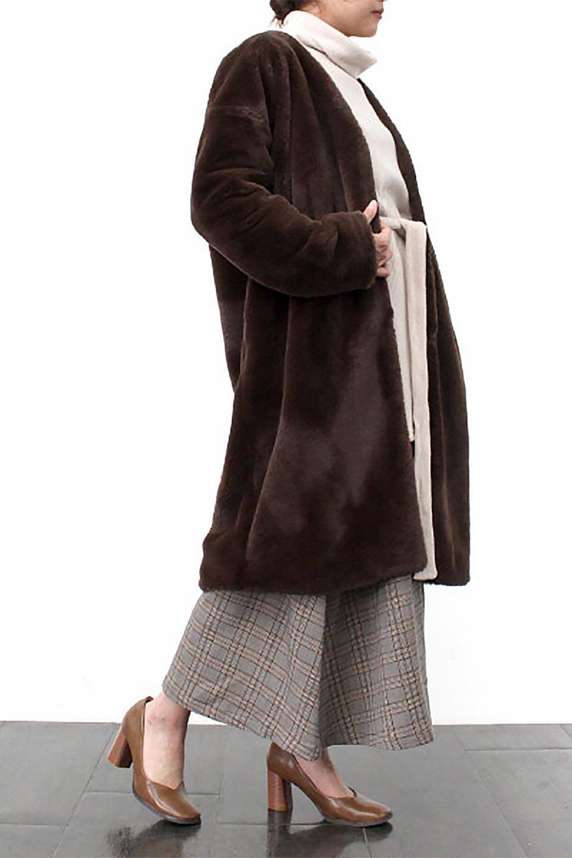 VelourEcoFurCollarlessLongCoatベロア風エコファー・ロングコート大人カジュアルに最適な海外ファッションのothers(その他インポートアイテム)のアウターやコート。ベロア風のエコファーを用いたノーカラーのロングコート。合わせるインナーを選ばないオールマイティーなアイテム。/main-23