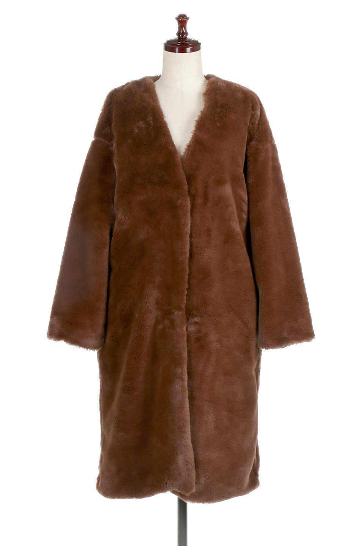 VelourEcoFurCollarlessLongCoatベロア風エコファー・ロングコート大人カジュアルに最適な海外ファッションのothers(その他インポートアイテム)のアウターやコート。ベロア風のエコファーを用いたノーカラーのロングコート。合わせるインナーを選ばないオールマイティーなアイテム。/main-5