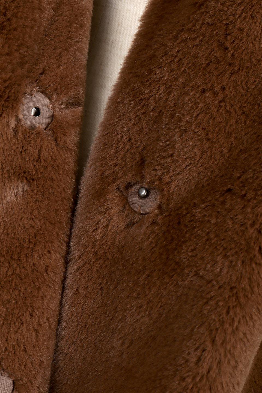 VelourEcoFurCollarlessShortCoatベロア風エコファー・ショートコート大人カジュアルに最適な海外ファッションのothers(その他インポートアイテム)のアウターやコート。ベロア風のエコファーを用いたノーカラーのショートコート。合わせるインナーを選ばないオールマイティーなアイテムです。/main-17