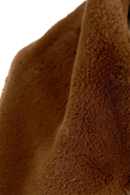VelourEcoFurCollarlessShortCoatベロア風エコファー・ショートコート大人カジュアルに最適な海外ファッションのothers(その他インポートアイテム)のアウターやコート。ベロア風のエコファーを用いたノーカラーのショートコート。合わせるインナーを選ばないオールマイティーなアイテムです。/main-20