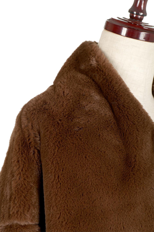 VelourEcoFurCollarlessShortCoatベロア風エコファー・ショートコート大人カジュアルに最適な海外ファッションのothers(その他インポートアイテム)のアウターやコート。ベロア風のエコファーを用いたノーカラーのショートコート。合わせるインナーを選ばないオールマイティーなアイテムです。/main-22