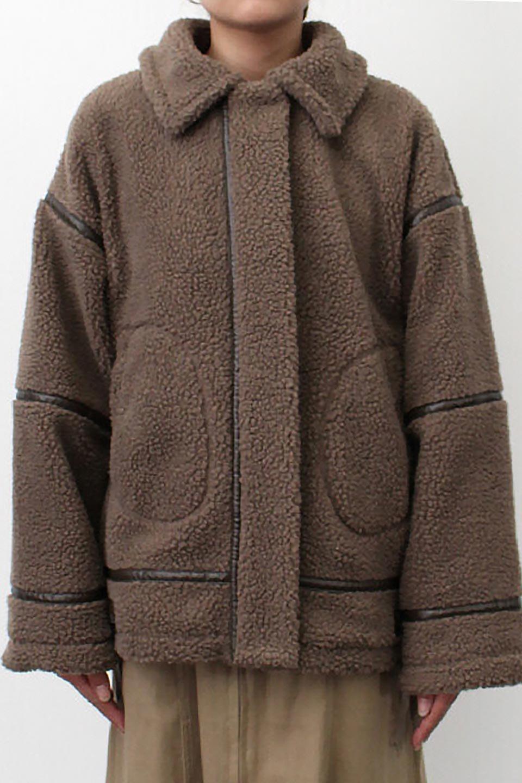 BoaFleeceFlightJacketボアフリース・フライトジャケット大人カジュアルに最適な海外ファッションのothers(その他インポートアイテム)のアウターやコート。フカフカのボアフリースを使用したフライトジャケット風のショートコート。メンズライクなディテールのジャケットをオーバーサイズで可愛く着崩せます。/main-21