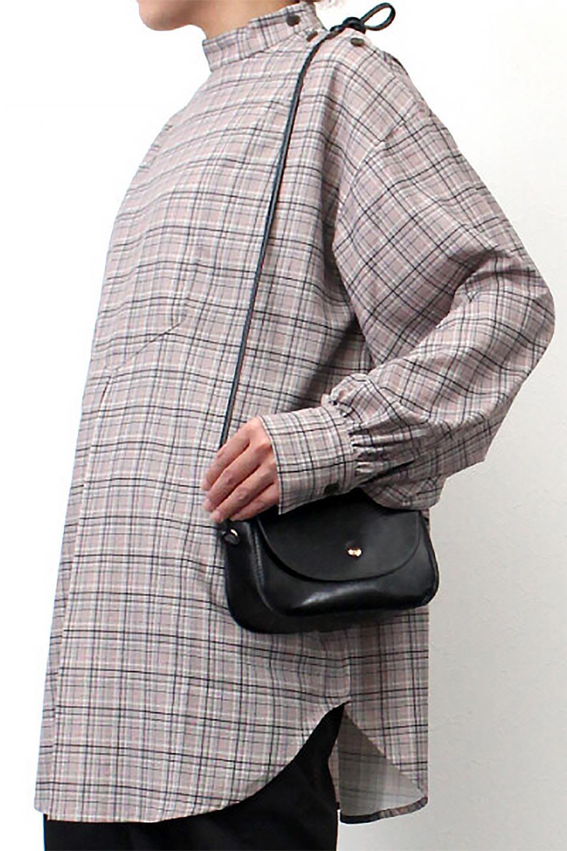 CheckPrintedLongBlouseチェック柄・ロングブラウス大人カジュアルに最適な海外ファッションのothers(その他インポートアイテム)のトップスやシャツ・ブラウス。ゆったりシルエットのスタンドカラーブラウス。微妙な半端丈でブラウジングなどでも楽しめる便利なロングブラウス。/main-25