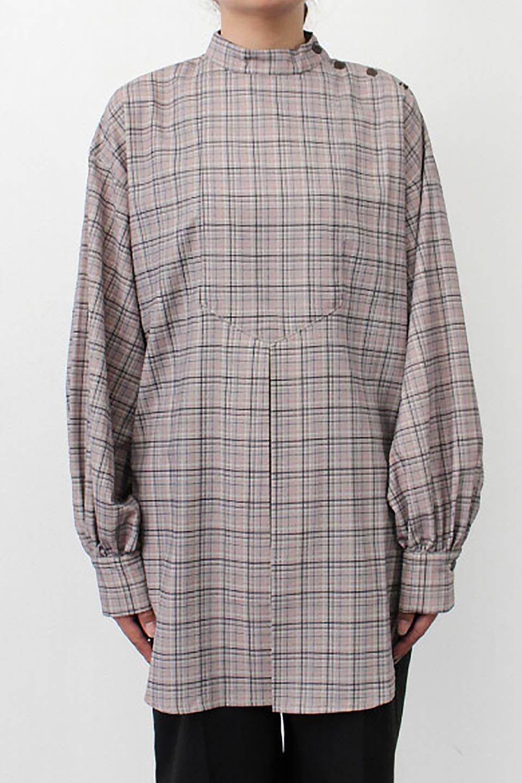 CheckPrintedLongBlouseチェック柄・ロングブラウス大人カジュアルに最適な海外ファッションのothers(その他インポートアイテム)のトップスやシャツ・ブラウス。ゆったりシルエットのスタンドカラーブラウス。微妙な半端丈でブラウジングなどでも楽しめる便利なロングブラウス。/main-26