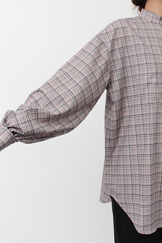 CheckPrintedLongBlouseチェック柄・ロングブラウス大人カジュアルに最適な海外ファッションのothers(その他インポートアイテム)のトップスやシャツ・ブラウス。ゆったりシルエットのスタンドカラーブラウス。微妙な半端丈でブラウジングなどでも楽しめる便利なロングブラウス。/main-27
