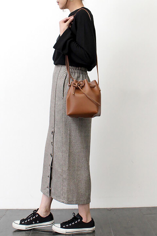 TweedHerringboneSemiTightSkirtツイードヘリンボーン・セミタイトスカート大人カジュアルに最適な海外ファッションのothers(その他インポートアイテム)のボトムやスカート。シックなヘリボーン生地のセミタイトスカート。ややゆとりのあるIラインが特徴の暖かスカートです。/main-31