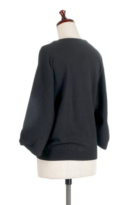 3DTwistSleeveKnitTopツイストスリーブ・ニットトップス大人カジュアルに最適な海外ファッションのothers(その他インポートアイテム)のトップスやニット・セーター。ねじれた袖とモチッと柔か質感が特徴のニットプルオーバー。レーヨン混の糸はチクチクする事無く肌触り◎空きすぎないボートネックの抜け感が上品です。/main-18