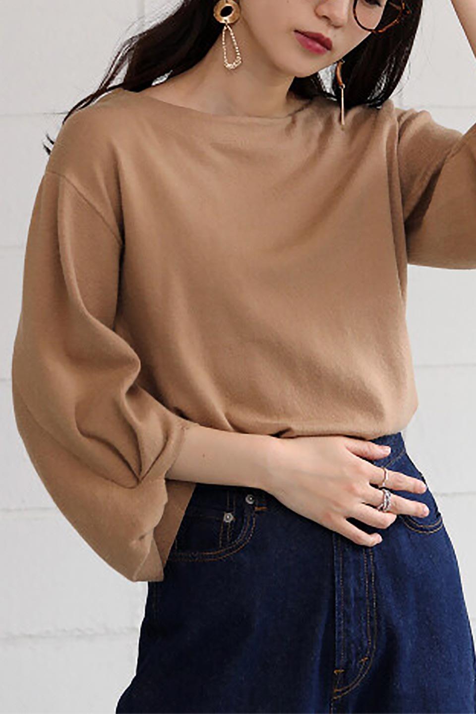 3DTwistSleeveKnitTopツイストスリーブ・ニットトップス大人カジュアルに最適な海外ファッションのothers(その他インポートアイテム)のトップスやニット・セーター。ねじれた袖とモチッと柔か質感が特徴のニットプルオーバー。レーヨン混の糸はチクチクする事無く肌触り◎空きすぎないボートネックの抜け感が上品です。/main-28