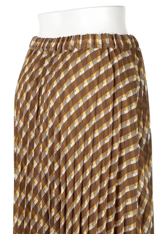 CheckPanelPleatedSkirtバイアス切換え・プリーツスカート大人カジュアルに最適な海外ファッションのothers(その他インポートアイテム)のボトムやスカート。トレンドのプリーツアイテムをチェック柄とMIXさせた可愛いスカート。チェックの記事はバイアス(斜め)に切り替えて表情豊かな仕上がりになっていますレトロな雰囲気も感じるおすすめのスカートです。/main-11