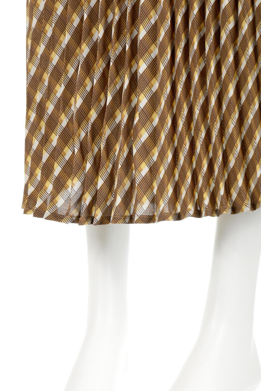 CheckPanelPleatedSkirtバイアス切換え・プリーツスカート大人カジュアルに最適な海外ファッションのothers(その他インポートアイテム)のボトムやスカート。トレンドのプリーツアイテムをチェック柄とMIXさせた可愛いスカート。チェックの記事はバイアス(斜め)に切り替えて表情豊かな仕上がりになっていますレトロな雰囲気も感じるおすすめのスカートです。/main-13