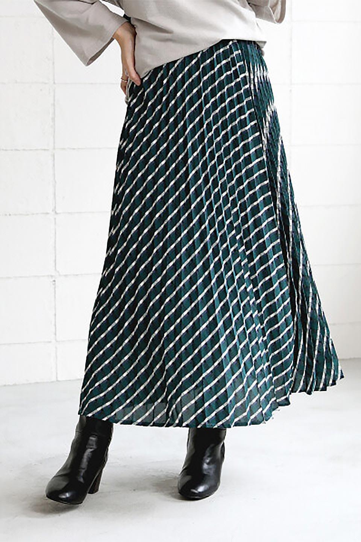 CheckPanelPleatedSkirtバイアス切換え・プリーツスカート大人カジュアルに最適な海外ファッションのothers(その他インポートアイテム)のボトムやスカート。トレンドのプリーツアイテムをチェック柄とMIXさせた可愛いスカート。チェックの記事はバイアス(斜め)に切り替えて表情豊かな仕上がりになっていますレトロな雰囲気も感じるおすすめのスカートです。/main-18