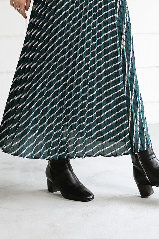 CheckPanelPleatedSkirtバイアス切換え・プリーツスカート大人カジュアルに最適な海外ファッションのothers(その他インポートアイテム)のボトムやスカート。トレンドのプリーツアイテムをチェック柄とMIXさせた可愛いスカート。チェックの記事はバイアス(斜め)に切り替えて表情豊かな仕上がりになっていますレトロな雰囲気も感じるおすすめのスカートです。/main-19