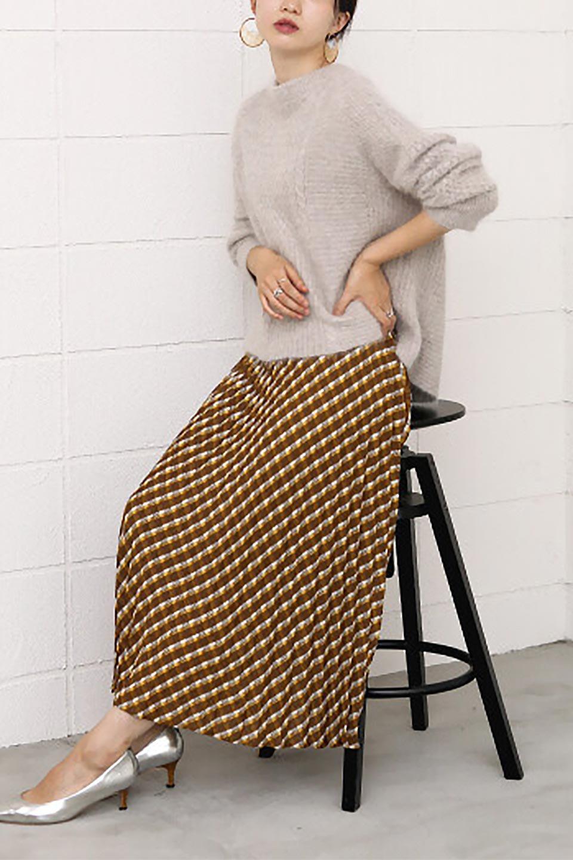 CheckPanelPleatedSkirtバイアス切換え・プリーツスカート大人カジュアルに最適な海外ファッションのothers(その他インポートアイテム)のボトムやスカート。トレンドのプリーツアイテムをチェック柄とMIXさせた可愛いスカート。チェックの記事はバイアス(斜め)に切り替えて表情豊かな仕上がりになっていますレトロな雰囲気も感じるおすすめのスカートです。/main-20