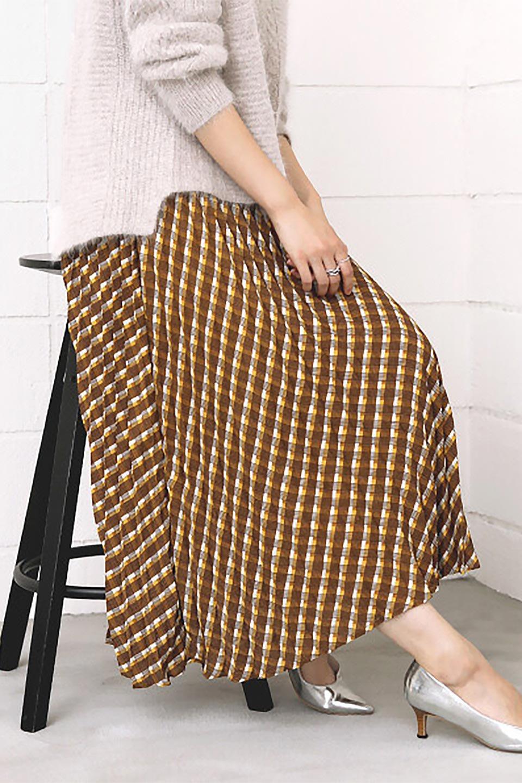 CheckPanelPleatedSkirtバイアス切換え・プリーツスカート大人カジュアルに最適な海外ファッションのothers(その他インポートアイテム)のボトムやスカート。トレンドのプリーツアイテムをチェック柄とMIXさせた可愛いスカート。チェックの記事はバイアス(斜め)に切り替えて表情豊かな仕上がりになっていますレトロな雰囲気も感じるおすすめのスカートです。/main-21