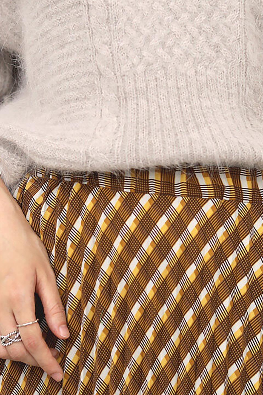 CheckPanelPleatedSkirtバイアス切換え・プリーツスカート大人カジュアルに最適な海外ファッションのothers(その他インポートアイテム)のボトムやスカート。トレンドのプリーツアイテムをチェック柄とMIXさせた可愛いスカート。チェックの記事はバイアス(斜め)に切り替えて表情豊かな仕上がりになっていますレトロな雰囲気も感じるおすすめのスカートです。/main-22