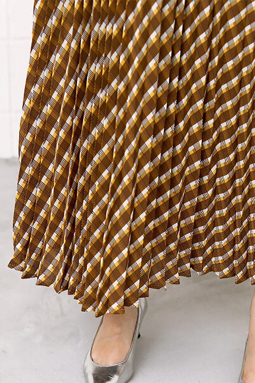 CheckPanelPleatedSkirtバイアス切換え・プリーツスカート大人カジュアルに最適な海外ファッションのothers(その他インポートアイテム)のボトムやスカート。トレンドのプリーツアイテムをチェック柄とMIXさせた可愛いスカート。チェックの記事はバイアス(斜め)に切り替えて表情豊かな仕上がりになっていますレトロな雰囲気も感じるおすすめのスカートです。/main-23
