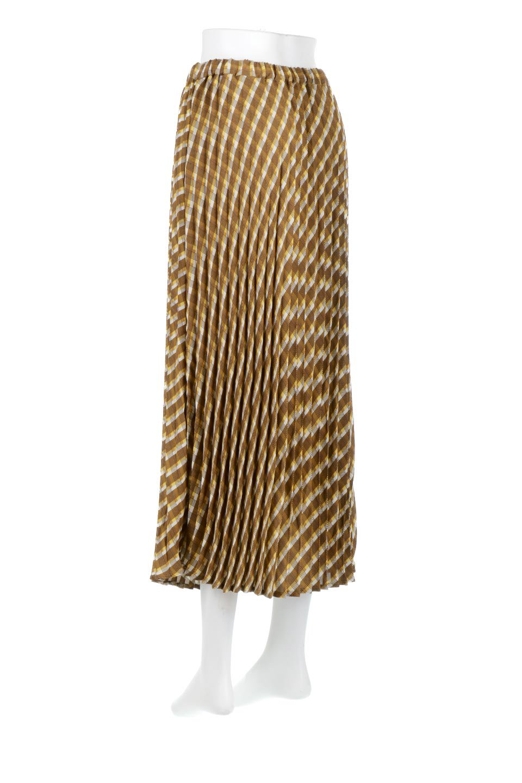 CheckPanelPleatedSkirtバイアス切換え・プリーツスカート大人カジュアルに最適な海外ファッションのothers(その他インポートアイテム)のボトムやスカート。トレンドのプリーツアイテムをチェック柄とMIXさせた可愛いスカート。チェックの記事はバイアス(斜め)に切り替えて表情豊かな仕上がりになっていますレトロな雰囲気も感じるおすすめのスカートです。/main-3