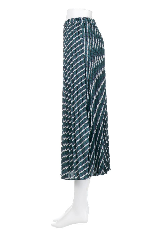 CheckPanelPleatedSkirtバイアス切換え・プリーツスカート大人カジュアルに最適な海外ファッションのothers(その他インポートアイテム)のボトムやスカート。トレンドのプリーツアイテムをチェック柄とMIXさせた可愛いスカート。チェックの記事はバイアス(斜め)に切り替えて表情豊かな仕上がりになっていますレトロな雰囲気も感じるおすすめのスカートです。/main-7