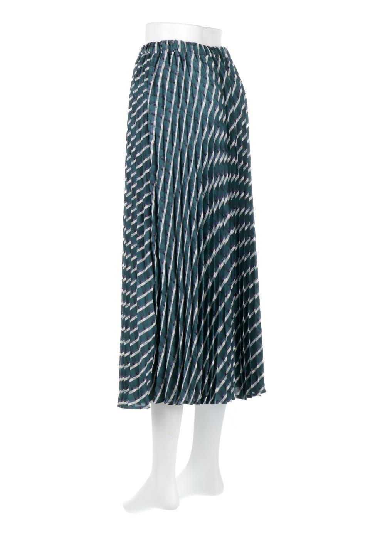 CheckPanelPleatedSkirtバイアス切換え・プリーツスカート大人カジュアルに最適な海外ファッションのothers(その他インポートアイテム)のボトムやスカート。トレンドのプリーツアイテムをチェック柄とMIXさせた可愛いスカート。チェックの記事はバイアス(斜め)に切り替えて表情豊かな仕上がりになっていますレトロな雰囲気も感じるおすすめのスカートです。/main-8
