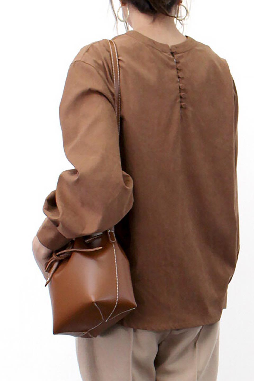 PeachFace2WayBlouseピーチフェイス加工・2Wayブラウス大人カジュアルに最適な海外ファッションのothers(その他インポートアイテム)のトップスやシャツ・ブラウス。前後どちらでも楽しめる2Wayタイプの長袖ブラウス。表面を起毛させたピーチフェイス加工で温もりのある肌触りです。/main-24