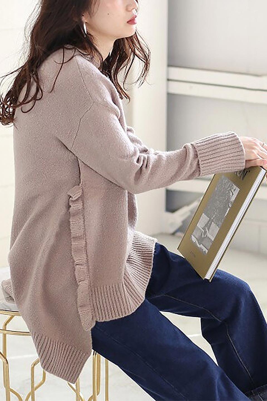 SideFrillKnitPullOverサイドフリル・ニットプルオーバー大人カジュアルに最適な海外ファッションのothers(その他インポートアイテム)のトップスやニット・セーター。キャッチーで可愛いフリルがアイコニックな雰囲気たっぷりのニットトップス。起毛素材のニットが優しい雰囲気で肌触りも◎袖口のリブの折り返し、サイドの大胆なスリット、フリルと可愛さがぎゅっと詰まったレディーライクな1枚です。/main-26